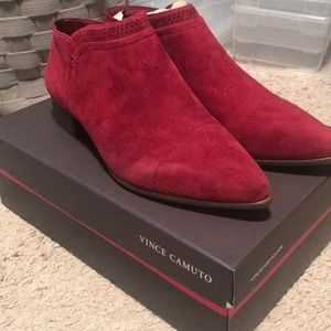 NEW Vince Camuto Cranberry booties.